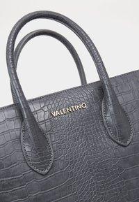 Valentino by Mario Valentino - SUMMER MEMENTO - Handbag - antracite - 3