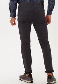 BRAX - STYLE CHUCK - Slim fit jeans - asphalt - 2