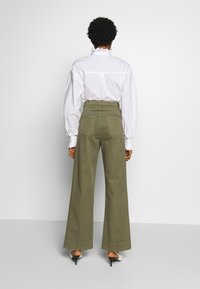 Neuw - MAGAZINE PANT - Trousers - military - 2