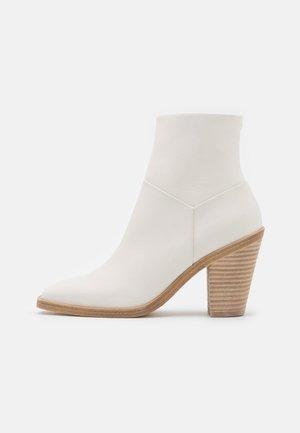 AXEL BOOT - Korte laarzen - antique white