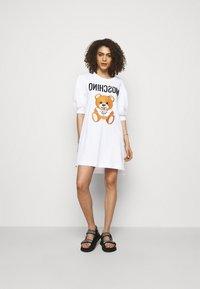 MOSCHINO - DRESS - Trikoomekko - fantasy print white - 1