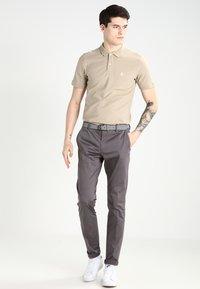 Selected Homme - SLHARO EMBROIDERY - Polo shirt - crockery - 1