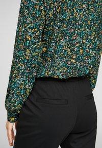 Q/S designed by - MET BLOEMENMOTIEF - Button-down blouse - black aop - 5