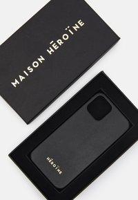 Maison Hēroïne - YUNA IPHONE CASE - Etui na telefon - black - 2