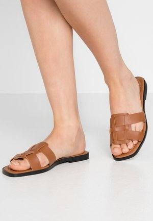 Pantofle - tobacco