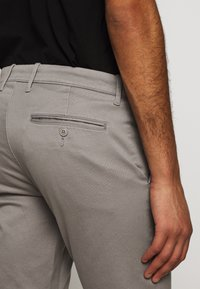J.CREW - MENS PANTS - Chinos - vintage dove - 12