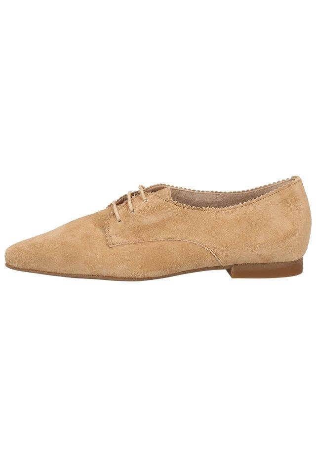 Chaussures à lacets - beige 026