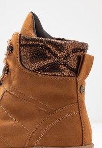 s.Oliver - Šněrovací kotníkové boty - dark cognac - 2