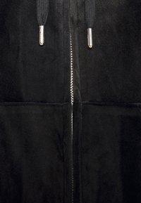Juicy Couture - ANNIVERSARY CREST  HOODIE - Sweat à capuche zippé - black - 8