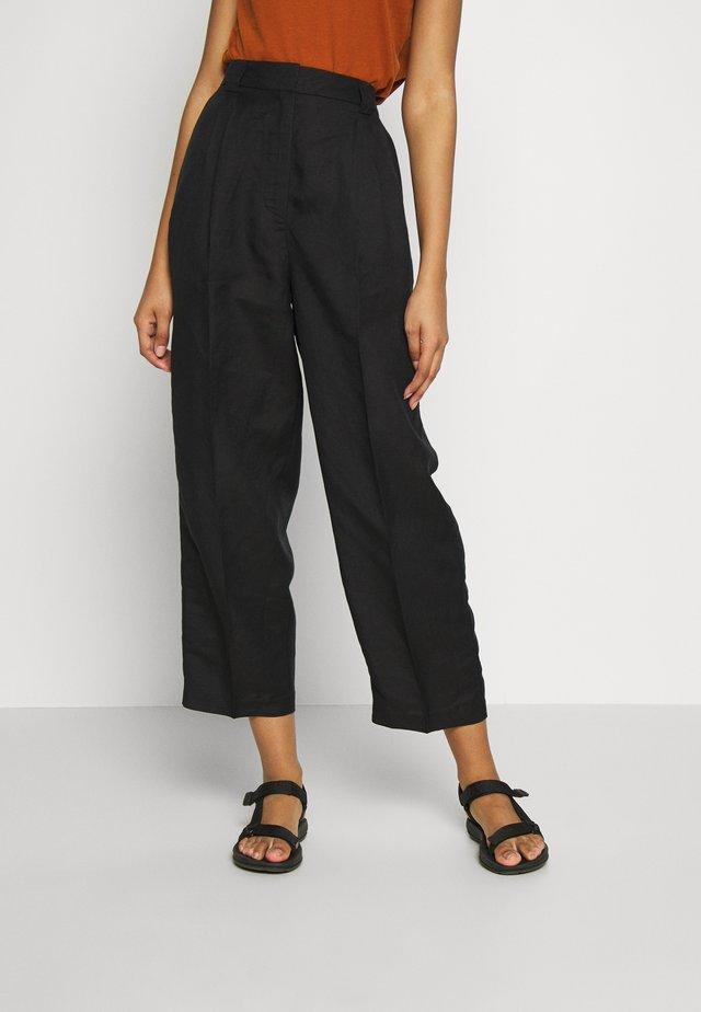 HAYDEN TROUSERS - Trousers - black