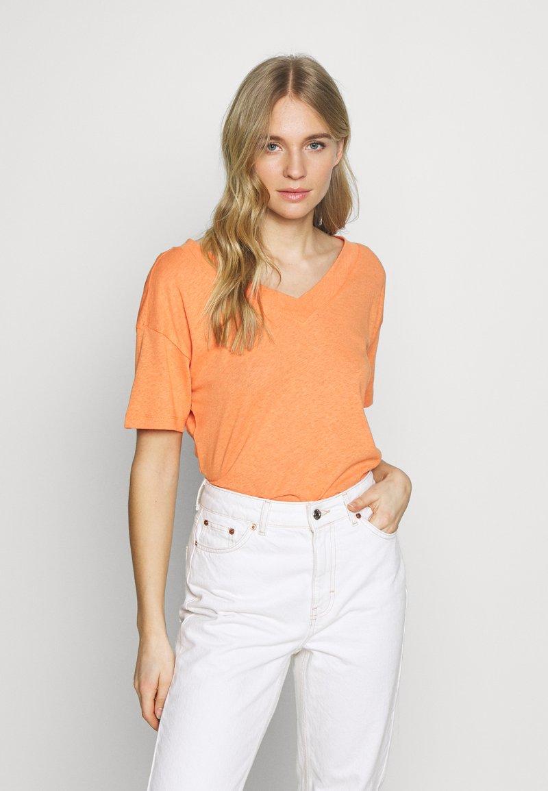 Esprit - FLW LINEN T - Print T-shirt - rust orange