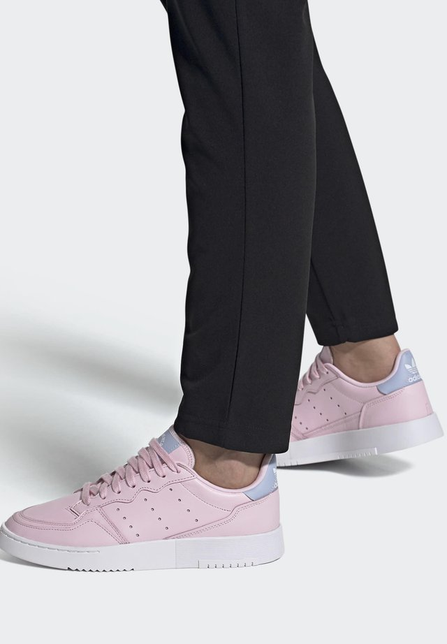 SUPERCOURT SHOES - Baskets basses - pink