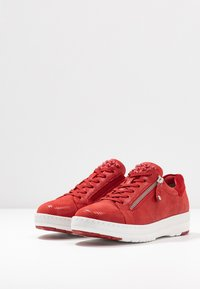 Tamaris Pure Relax - LACE-UP - Trainers - chili - 4