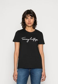 Tommy Hilfiger - HERITAGE CREW NECK GRAPHIC TEE - Print T-shirt - masters black - 0