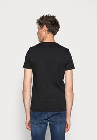 Calvin Klein Jeans - SMALL INSTIT LOGO CHEST TEE - T-shirt - bas - black - 2