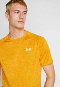 Under Armour - HEATGEAR TECH  - Camiseta estampada - golden yellow/white - 3