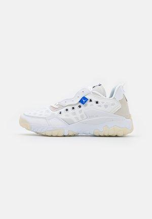 DELTA 2 - Sneakers laag - white/black/sail/pure platinum/total orange/racer blue