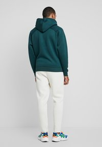 Urban Classics - CUT AND SEW PANTS - Tracksuit bottoms - sand - 2