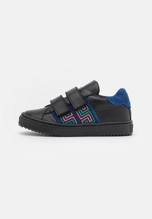 Sneakers laag - nero/lapis