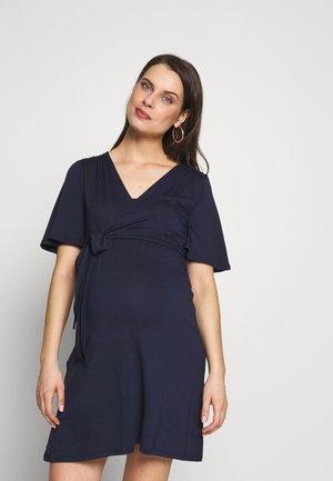 RESA DRESS - Žerzejové šaty - navy blue