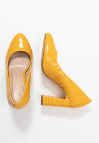 Dorothy Perkins Wide Fit - WIDE FIT DIANA ROUND TOE METAIL BLOCK - Escarpins à talons hauts - yellow - 3