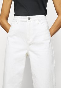 2nd Day - RAVEN THINKTWICE - Straight leg jeans - bright white - 3