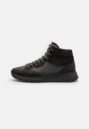 High-top trainers - black