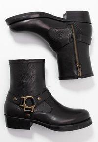 Belstaff - HARD RIDER BOOT PEBBLED  - Cowboy/biker ankle boot - black - 3