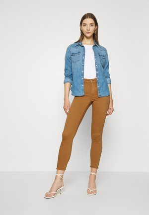 ONLBLUSH LIFE ANKRAW - Jeans Skinny Fit - chipmunk