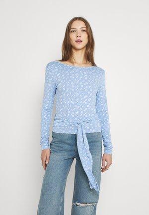 ENGARLIC TEE - Long sleeved top - light blue