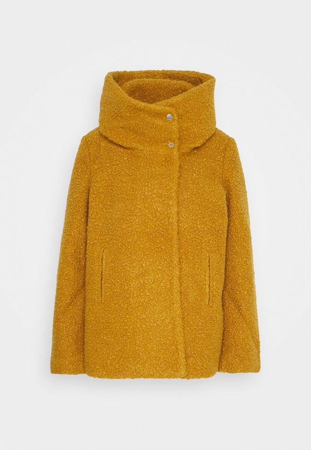 JDYSONYA SHORT JACKET - Chaqueta de invierno - golden brown