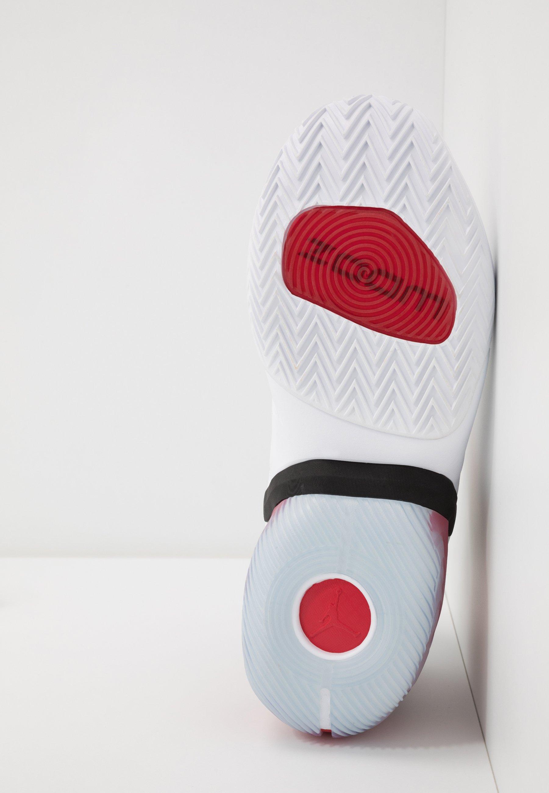 Jordan REACT ELEVATION - Zapatillas de baloncesto - white/black/university red - Calzado de hombre