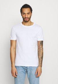 Jack & Jones - JJEORGANIC BASIC TEE O-NECK 5 PACK - T-shirt - bas - black/white/navy - 2