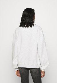 Tommy Jeans - COLLEGIATE LOGO CREW - Sweatshirt - silver grey - 2
