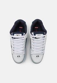 Globe - TILT - Skateschoenen - white/grey/navy - 3