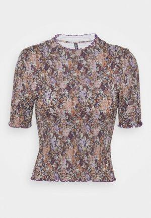 PCLEASTE SMOCK - Camiseta estampada - black/olive/purple