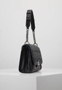KARL LAGERFELD - KUILTED SMALL SHOULDERBAG - Håndtasker - black - 3