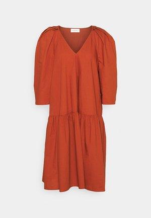 CYMARIA - Robe d'été - amber ale