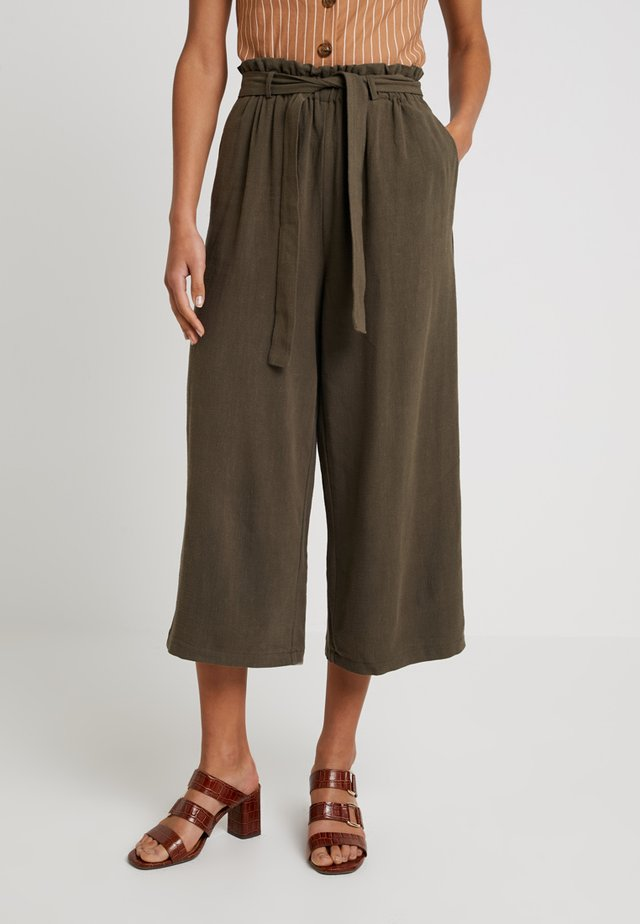 ONLCHARLIE  LOOSE CROP PANT  - Pantalones - crocodile