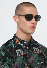 Ray-Ban - Sluneční brýle - black/polar green - 1