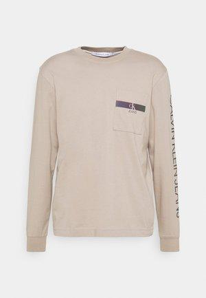 IRIDESCENT POCKET TEE UNISEX - Maglietta a manica lunga - beige