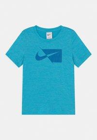 Nike Performance - Printtipaita - chlorine blue/imperial blue - 0