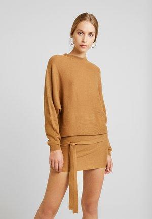 Strikket kjole - light brown