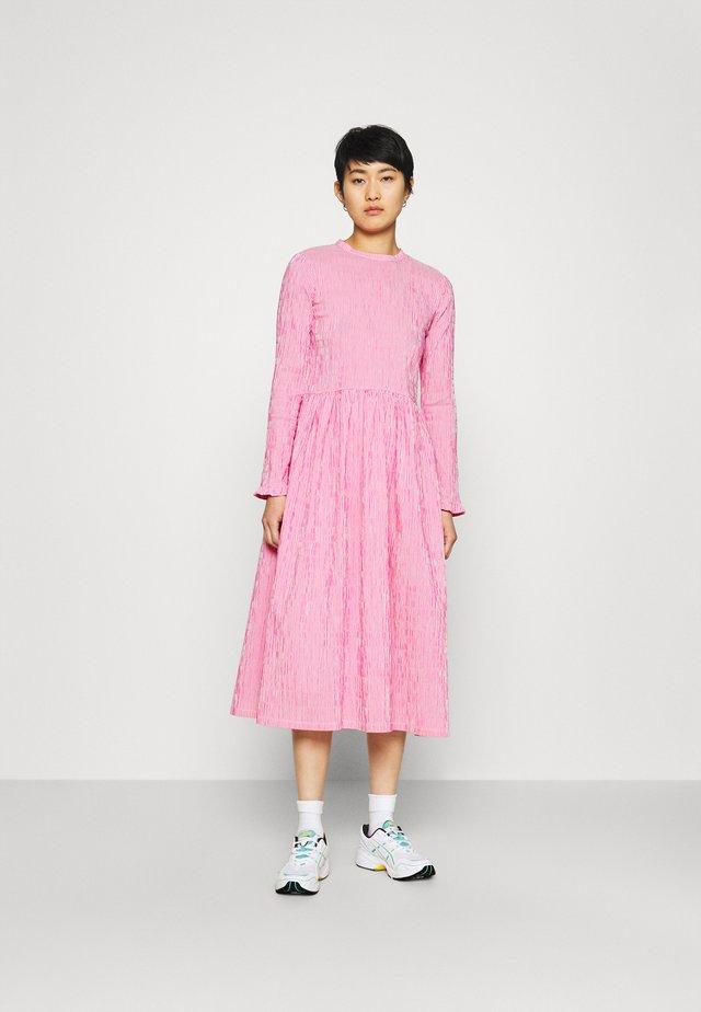 CRINCKLE POP DOCCA - Day dress - pink/white