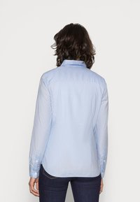 Tommy Hilfiger - HERITAGE REGULAR FIT - Button-down blouse - skyway - 2