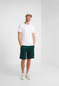 Polo Ralph Lauren - INTERLOCK - Shorts - college green - 1