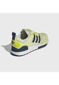 adidas Originals - ZX 700 HD - Tenisky - pulse yellow/crew navy/easy yellow - 2