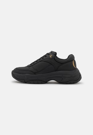 CHUNKY LACE UP - Zapatillas - triple black