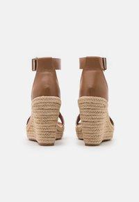 Tommy Jeans - ESSENTIAL WEDGE - Platform sandals - summer cognac - 3