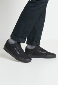 Vans - OLD SKOOL - Skateschuh - black - 0